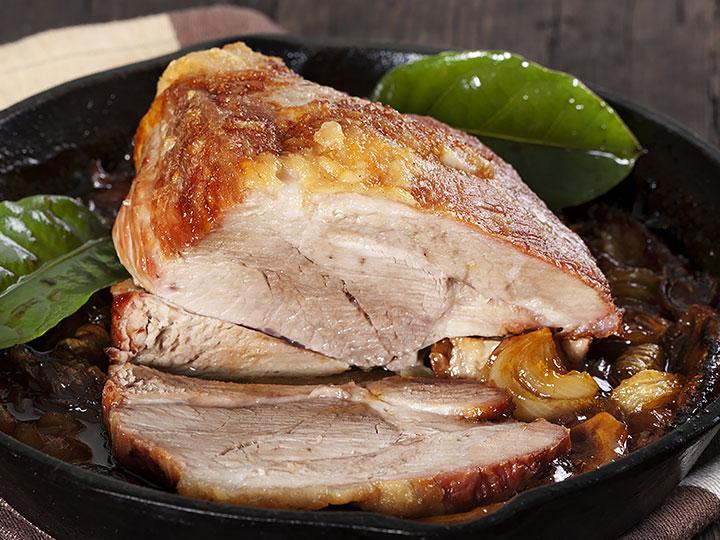 Crackling pork shoulder roast with apple sauce