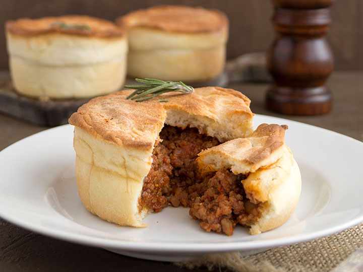 Beef mince & red wine pies