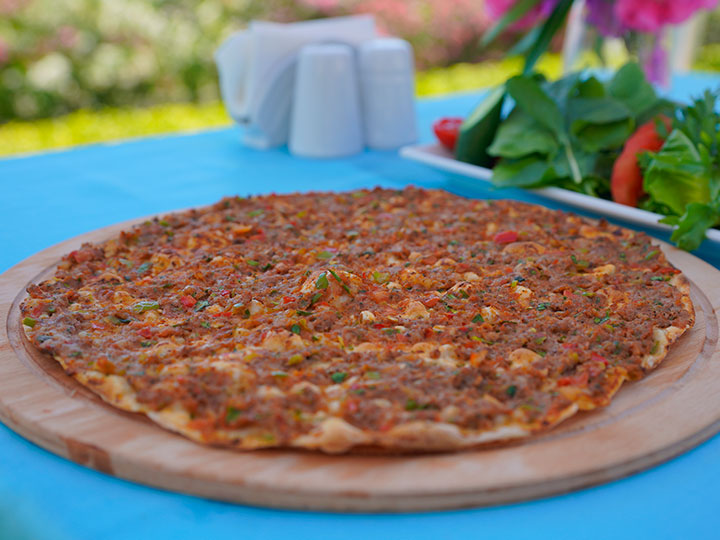 Easy Turkish style mince pizza