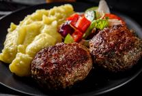 Beef burgers with mash and salad
