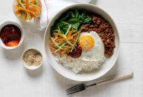 Spicy korean bibimbap beef mince bowl