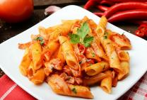 Penne with spicy tomato sauce and sizzling bacon