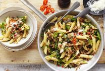 Pork mince with chilli, rocket and penne