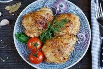 Maple garlic baked chicken thigh fillets