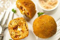 Ham, tomato pesto and bocconcini arancini balls